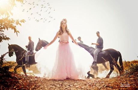 בוק בת מצווה עם סוסים שעברו במקרה