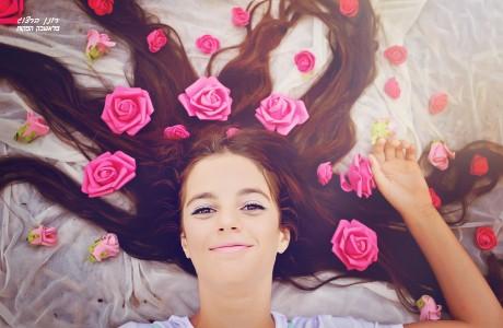 בוק לבת מצווה עם פרחים בשיער