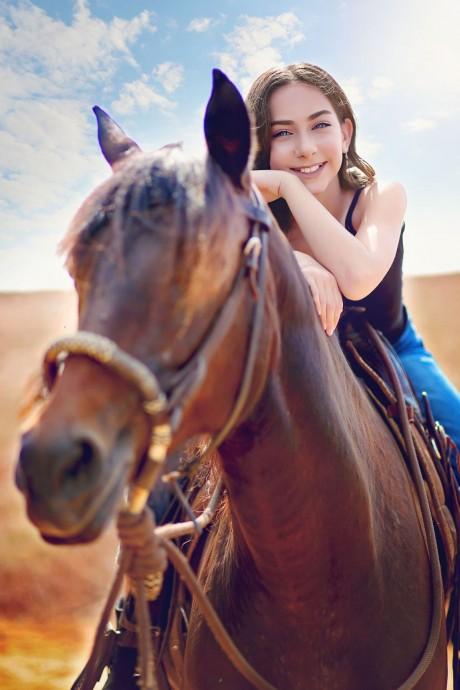 בוק בת מצווה על סוס