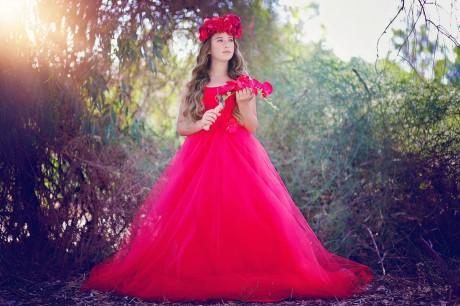 בוק בת מצווה - שמלה אדומה