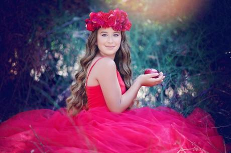בוק בת מצווה - שמלה וזר פרחים על הראש