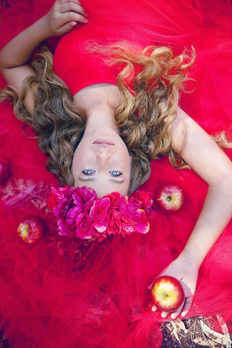 בוק בת מצווה עם שמלה אדומה