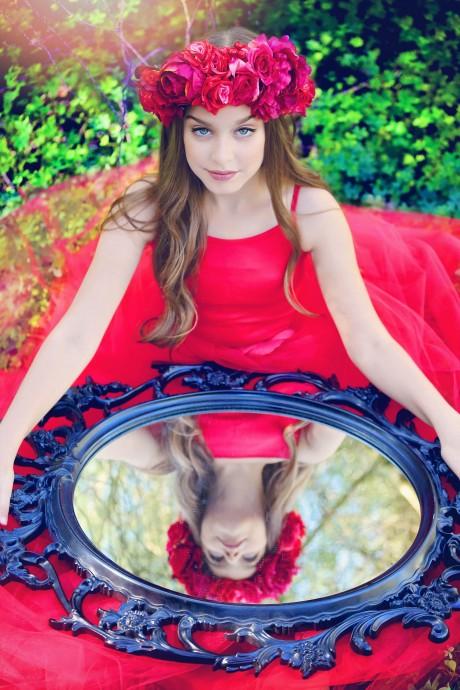 בוק בת מצווה בשמלה אדומה  מיוחדת