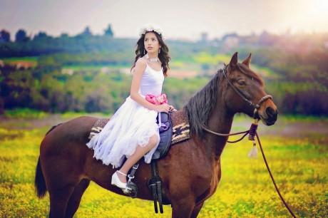 בוק בחווה עם סוסים לבת המצווה